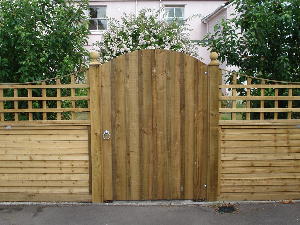 Dipped trellis top fencing with Board & Cover strip gate