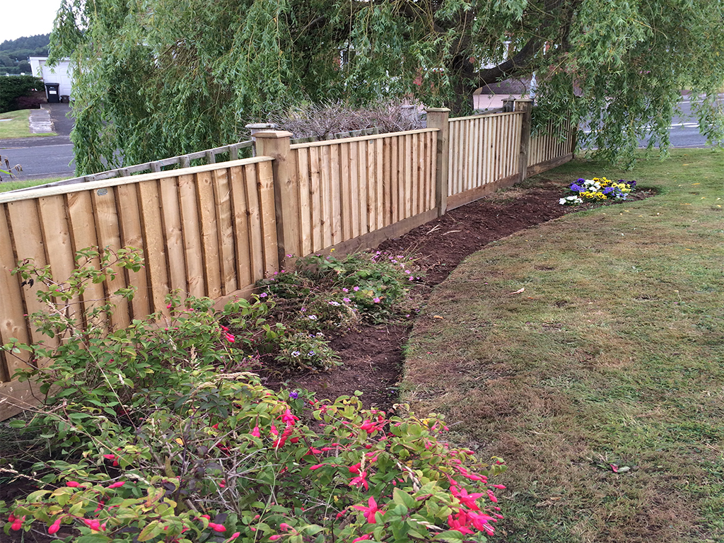 Close board fencing (3ft high)